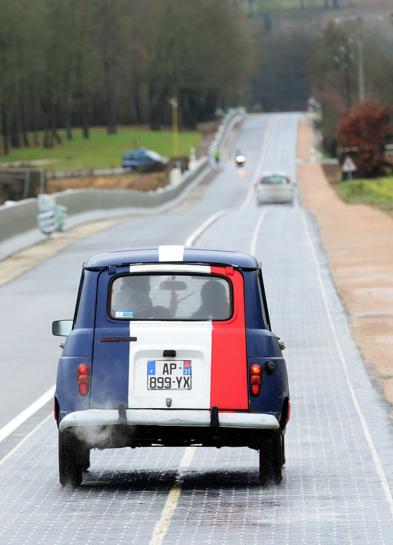 Una carretera solar que abastece de energía a un pueblo